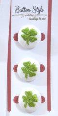 Baumwollknopf bestickt mit einem Klee-Blatt